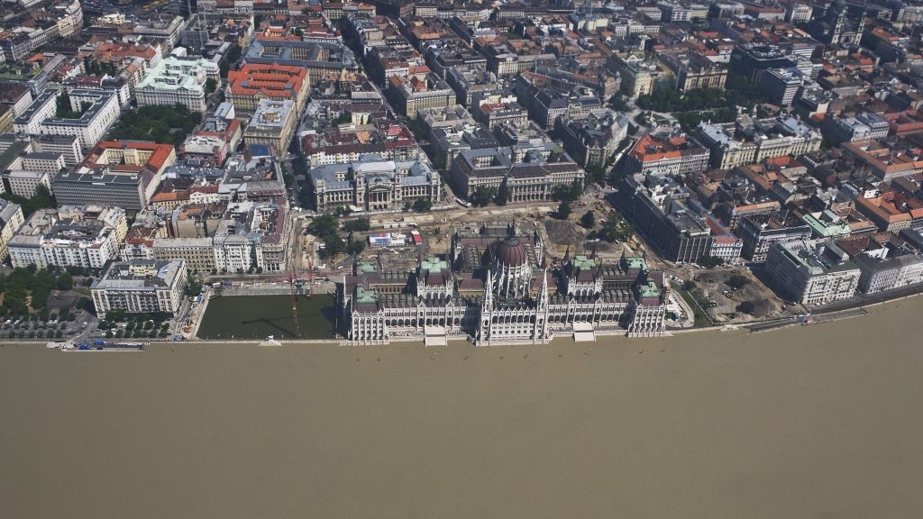 Hungary-Europe-Flood_Horo-e1370686664250.jpg