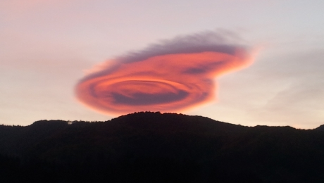 Comet-like-cloud-Arges-Romania.jpg